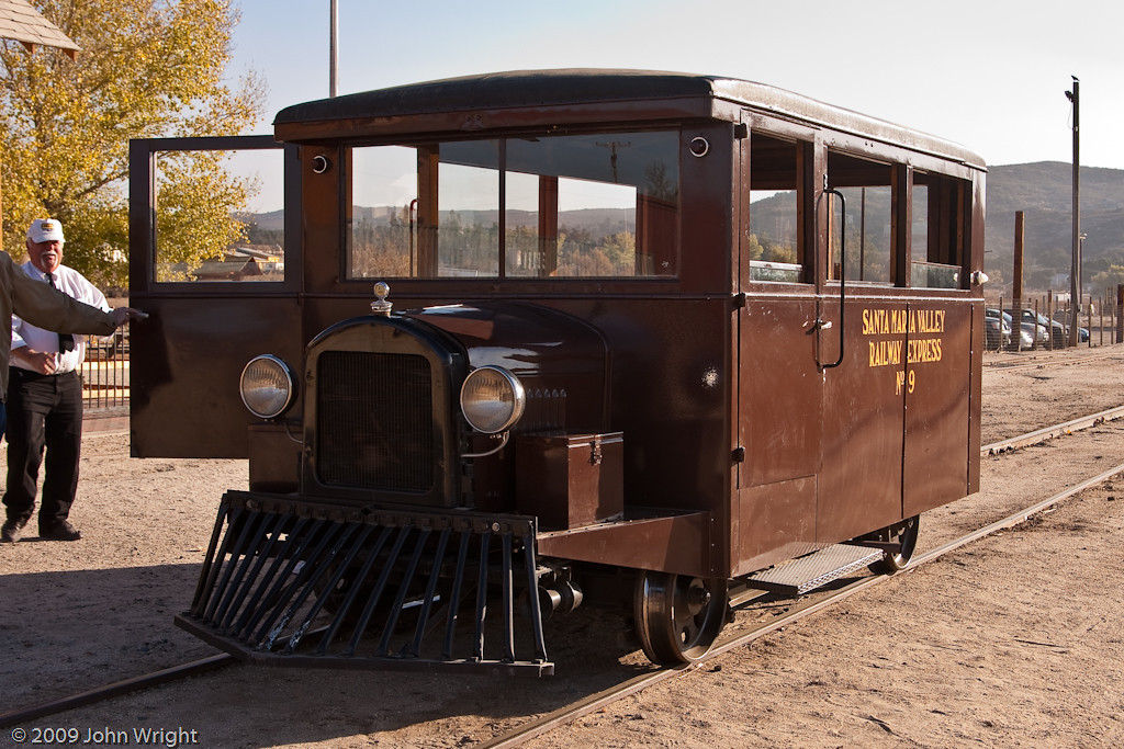 Santa Maria Valley No. 9 railbus.