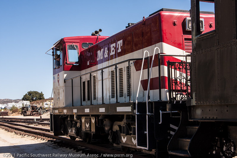 SP 5119/M&ET 613 switching in the yard