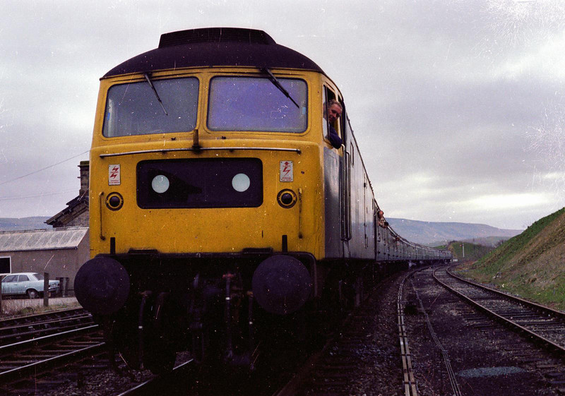Class 47 189 stands at kirkby stephen.The driver is no other than ex lord mayor of leeds Brian North.Not that Brian ever did much driving as he was always busy with council work in the secondman's seat.Another occasion when the secondman had to drive,happy days.1980s.