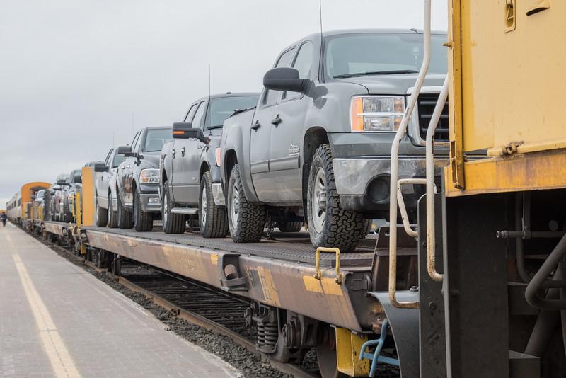 Flatcars for vehicles behind GP38-2 1809.