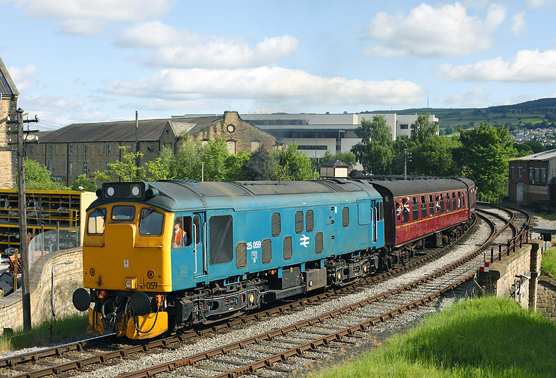 25059 Seen leaving Keighley with the 09.15hrs service for Oxenhope		<br /> 12/06/2010