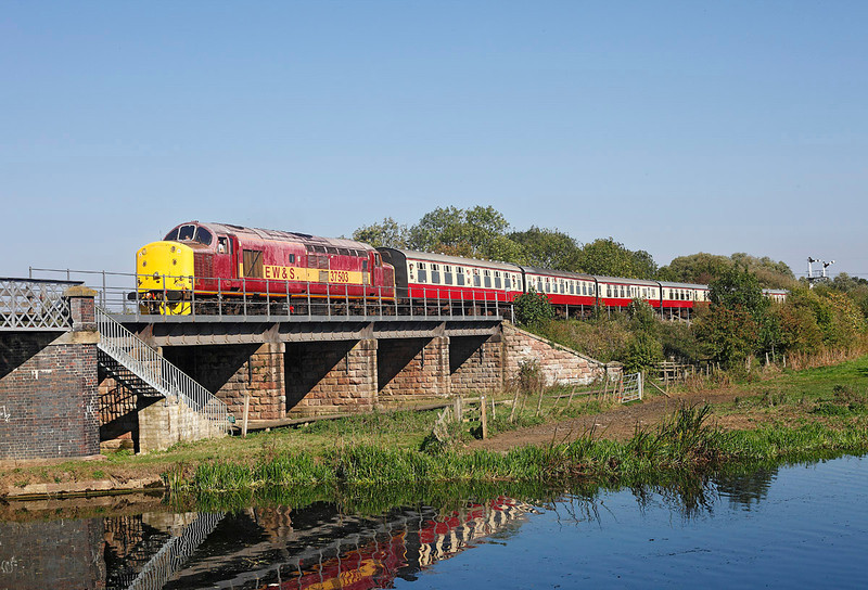 37503 arrives at Wansford with the 13.46hrs service from Peterborough during the NVR Autumn diesel gala<br /> 30/09/2011