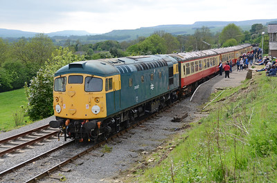 26007 stands at Redmire about to work the 16.00 to Leyburn with 37059 on the rear on 29/5/16.