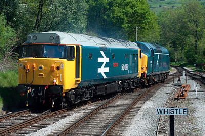 "50026 ""Indomitable"" + 37075 run round at Oxenhope 26/5/12"