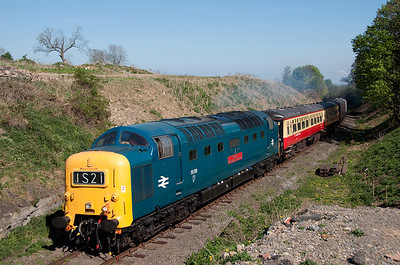 55019 passes Harmby with the 14.45 Leeming Bar-Redmire 24/4/11.