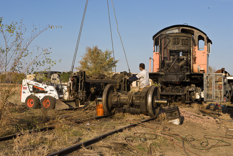 The front truck of the S4 fought back. The first axle freed appears in the foreground.