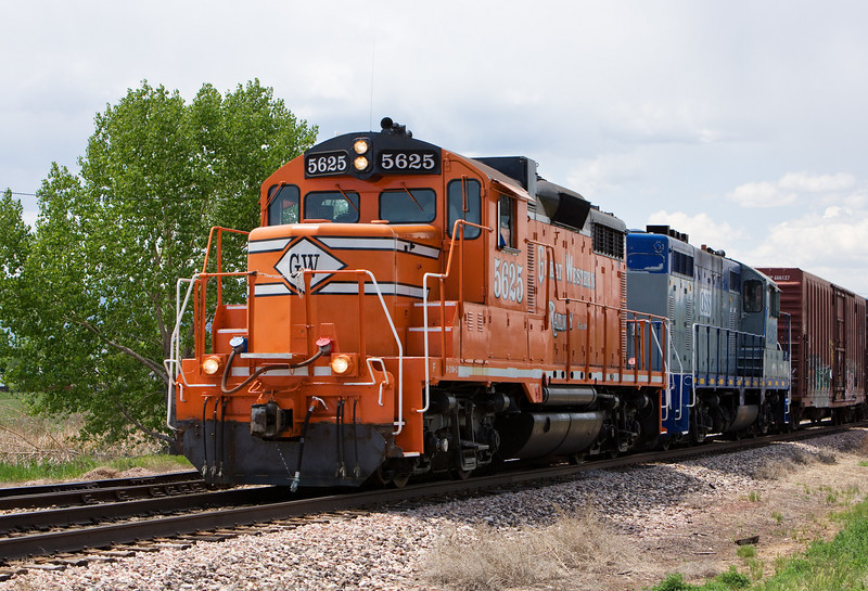 Great Western GP20-MQ 5625 and Omnitrax Switching Service GP7 4285 switch North Yard in Fort Collins on May 27, 2007.