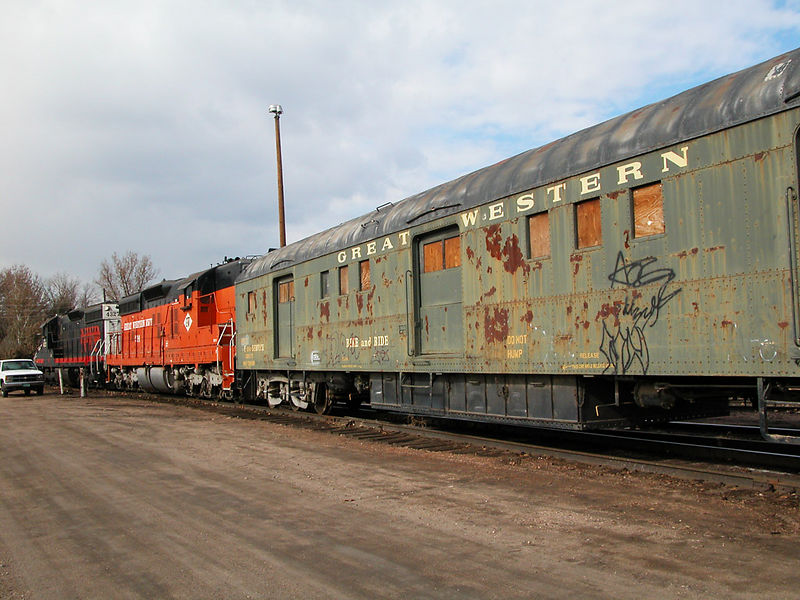 Two GW SD-9Es pull the last passenger cars out of storage for their final trip on the GW, November 14, 2002.