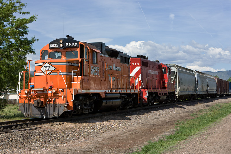 Red Central Kansas GP-7 #713 replaces the blue & gray OSS unit at North Yard on June 3, 2007.