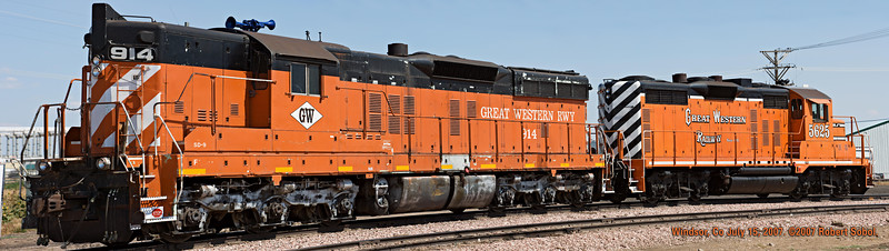 Great Western SD9 #914 and GP-20MQ #5625 bake on a hot July afternoon in Windsor Co. This is a composite from 15 individual photos, downscaled to about 47 megapixels to keep it below Smugmug's 48 MP limit. 15 July 2007.