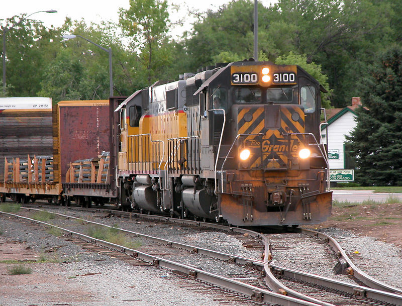 DRGW 3100 brings the LaSalle-Fort Collins local along Riverside St. in Ft. Collins, Sept 9, 2002.