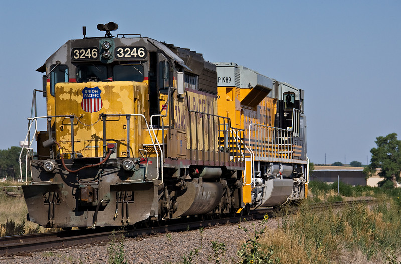 Beauty and the beast. Power for the Fort Collins local returns light through Kelim after dropping unfinished work in various sidings. The 1989 has a show date at Milliken Madness days, on a scoraching hot July day. If not for the fancy paint job, would 1989 last longer on the roster than SD40-2 3246?