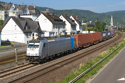 Railpool's 186 296 on hire to Captrain Netherlands heads a southbound Intermodal service past Boppard Sud. Thursday 6th July 2017.