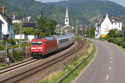 101 087 heads a southbound Intercity service past Boppard Sud. Thursday 6th July 2017.