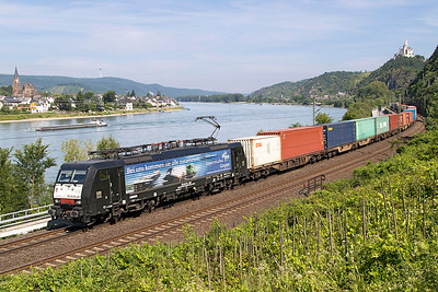 MRCE 189 281 in Bayerhafen Gruppe livery heads a southbound Intermodal past Braubach. Spey is on the opposite bank and Marksburg Castle stands proudly on the skyline. Friday 7th July 2017.