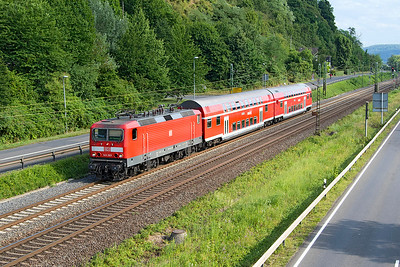 143 263 heads an RB27 Koblenz to Mönchengladbach service past Dattenberg. Tuesday 4th July 2017.