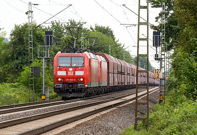 185 066 & 185 007 brest the short rise at Leutesdorf with northbound coal hoppers. Thursday 6th July 2017.