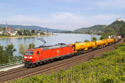 185 154 heads a short mixed freight south of Braubach. Friday 7th July 2017.