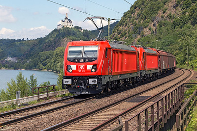 New 187 128 has 187 119 DIT on a southbound van train passing Braubach. Tuesday 4th July 2017.