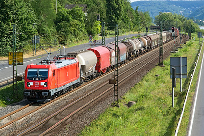 DB's 187 123 heads a northbound mixed freight past Dattenberg. Tuesday 4th July 2017.