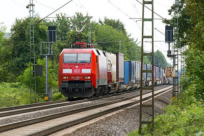 152 085 passes Leutesdorf with a northbound Intermodal service. Thursday 6th July 2017.
