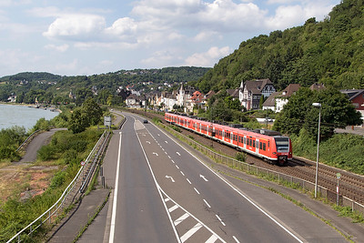 A pair of Class 425 EMU's pass Dattenberg southbound heading for Koblenz. Tuesday 4th July 2017.