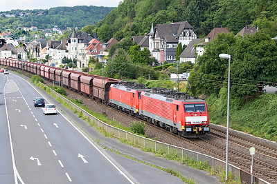 189 044 & 189 040 fitted with automatic couplers for Iron Ore traffic head a loaded southbound train past Dattenberg. Tuesday 4th July 2017.
