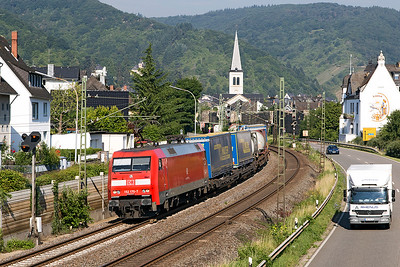152 170 passes Boppard Sud with a southbound LKW Intermodal. Thursday 6th July 2017.