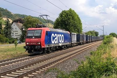 SBB Cargo 482 020 heads northbound past Leutesdorf. Thursday 6th July 2017.