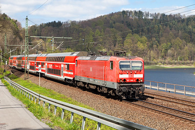 A faded 143 366 heads a southbound S Bahn service to Schöna approaches Königstein. Wednesday 20th April 2016.