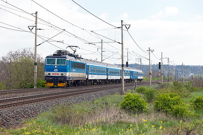 162 053 passes Zaluzi level crossing with R688 10.53 Praha to Děčín. Tuesday 19th April 2016.