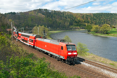 146 025 approaches the Königstein stop with an S Bahn service to Bad Schandau. Wednesday 20th April 2016.