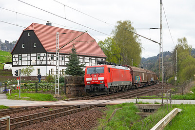 189 014 heads a southbound mixed freight over the level crossing south of Rathen. These Tri-Voltage locomotives work through into the Czech Republic. Wednesday 20th April 2016.