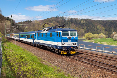 371 003 'Jana' has charge of EC379 11.00 Berlin to Praha approaching Königstein. Wednesday 20th April 2016.