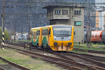 Railbus & trailer 814 117 arrive at Ústí nad Labem Střekov forming 6473 16.02 from Děčín. Tuesday 19th April 2016.