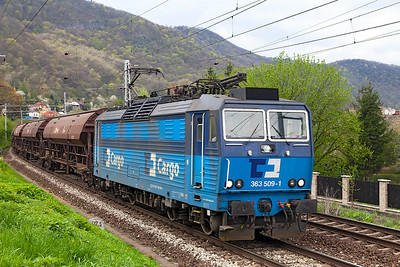 363 509 heads covered hoppers southbound past Vaňov. Monday 18th April 2016.