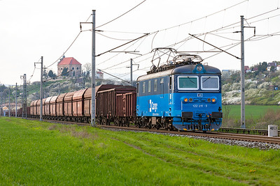 122 011 passes Křeštice u Litoméříc with a southbound mixed freight. Monday 18th April 2016.
