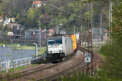 Railpool 186 182 on hire to Metrans has just past through Königstein station with a northbound Intermodal service. Wednesday 20th April 2016.