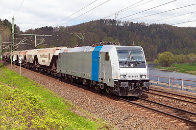 Railpool's 185 689 approaches Königstein with a southbound grain train. Wednesday 20th April 2016.