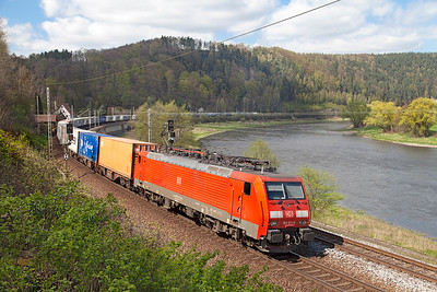 189 011 heads a southbound Intermodal service approaching Königstein. Wednesday 20th April 2016.