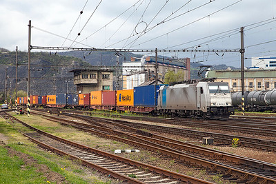 Railpool 186 182 working for Metrans heads a southbound Intermodal service through Ústí nad Labem Střekov. Tuesday 19th April 2016.