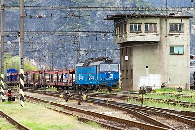 363 501 passes the signal box at Ústí nad Labem Střekov with a southbound mixed freight from the Děčín direction. Tuesday 19th April 2016.