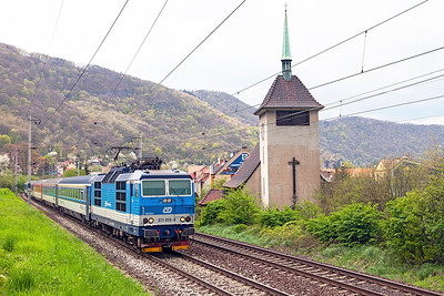 371 015 heads the EC379 11.00 Berlin to Praha past the church at Vaňov. Monday 18th April 2016.