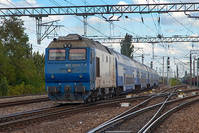 65-0947 departs from Chitila with R9025 15.57 Buchuresti Nord to Pitesti stopping service. Tuesday 24th September 2013.