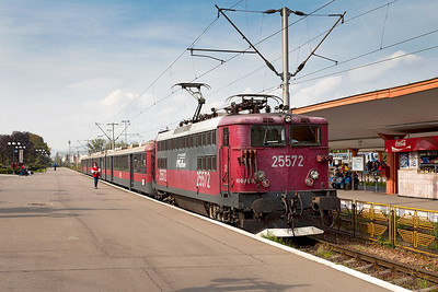 Regiotrans 25572 waits to depart from Brasov with R14060 14.00 Brasov to Buchuresti Nord. Thursday 26th September 2013.
