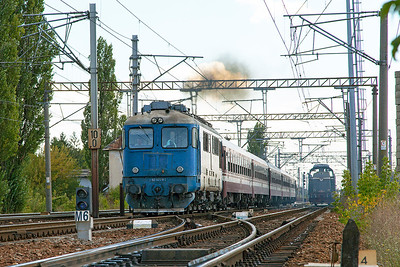 62-1171 departs from Chitila with R9437 12.30 Bucharesti Nord to Titu. Tuesday 24th September 2013.