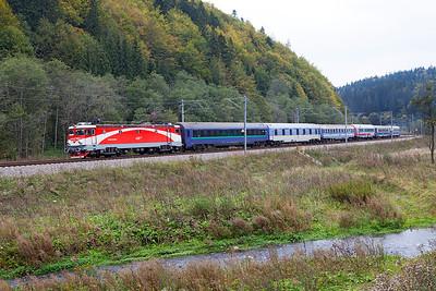 477-054 drops downhill towards Azuga with IC473 19.10 Budapest to Buchuresti Nord overnight sleeper service. Thursday 26th September 2013.