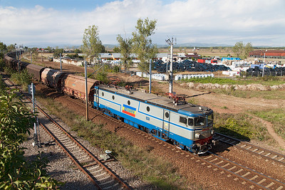 Having changed back to normal line working 40-0570 arrives at Floresti Prahova loops with the train of cargo vans to allow following traffic to overtake. Wednesday 25th September 2013.