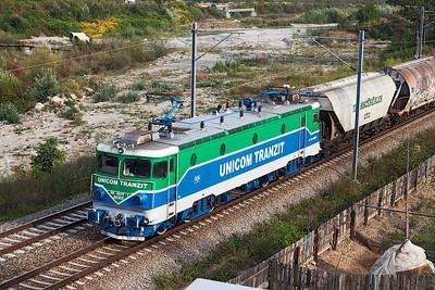 Portrait of Unicom Tranzit's 40-0272 on the rear of the grain train. Thursday 26th September 2013.