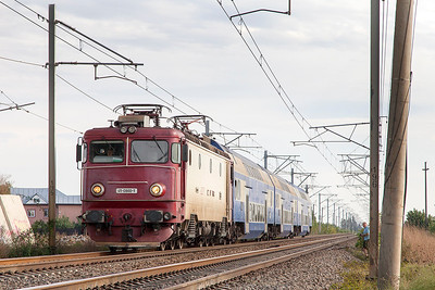 41-0860 approaches Buftea with IR1623 16.45 Bucharesti Nord to Brasov. Monday 23rd September 2013.